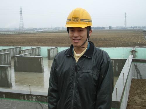 渡部現場監督さんです。雨の日にご苦労様です。