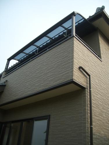 バルコニーに屋根の取り付け。